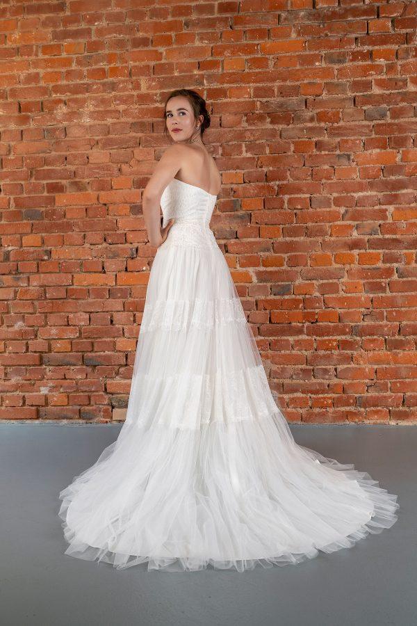 Hochzeitsmode in Berlin Fuchs 2020 ivory Brautkleid D 03337 2 bei Avorio Vestito BrideStore and more Hochzeitsmode in Berlin Eiche