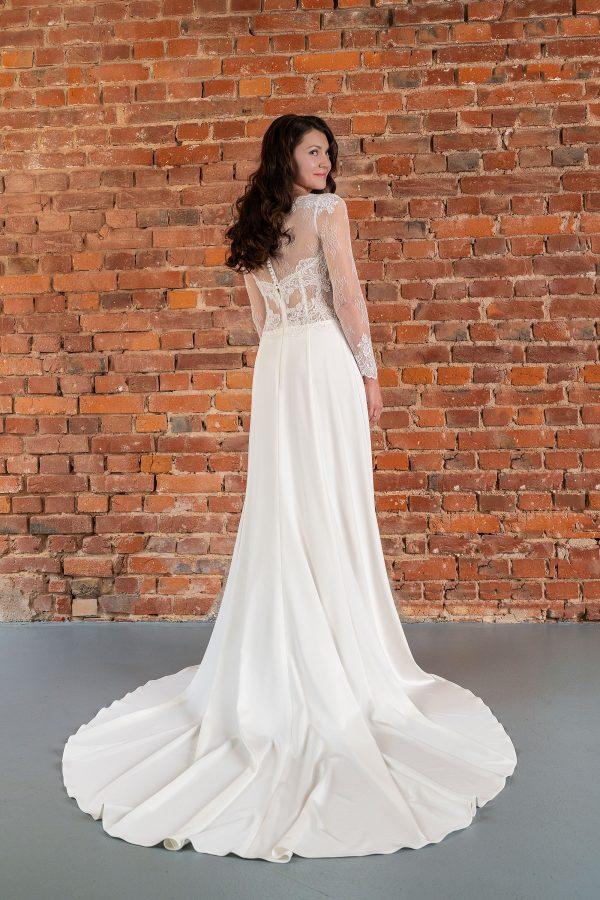 Hochzeitsmode in Berlin Fuchs 2020 ivory Brautkleid D 03339 2 bei Avorio Vestito BrideStore and more Hochzeitsmode in Berlin Eiche