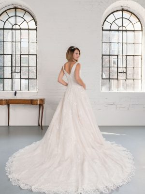 Hochzeitsmode in Berlin Fuchs 2020 ivory Brautkleid D 03340 2 bei Avorio Vestito BrideStore and more Hochzeitsmode in Berlin Eiche