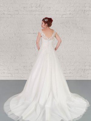 Hochzeitsmode in Berlin Fuchs 2020 ivory Brautkleid D 03341 2 bei Avorio Vestito BrideStore and more Hochzeitsmode in Berlin Eiche