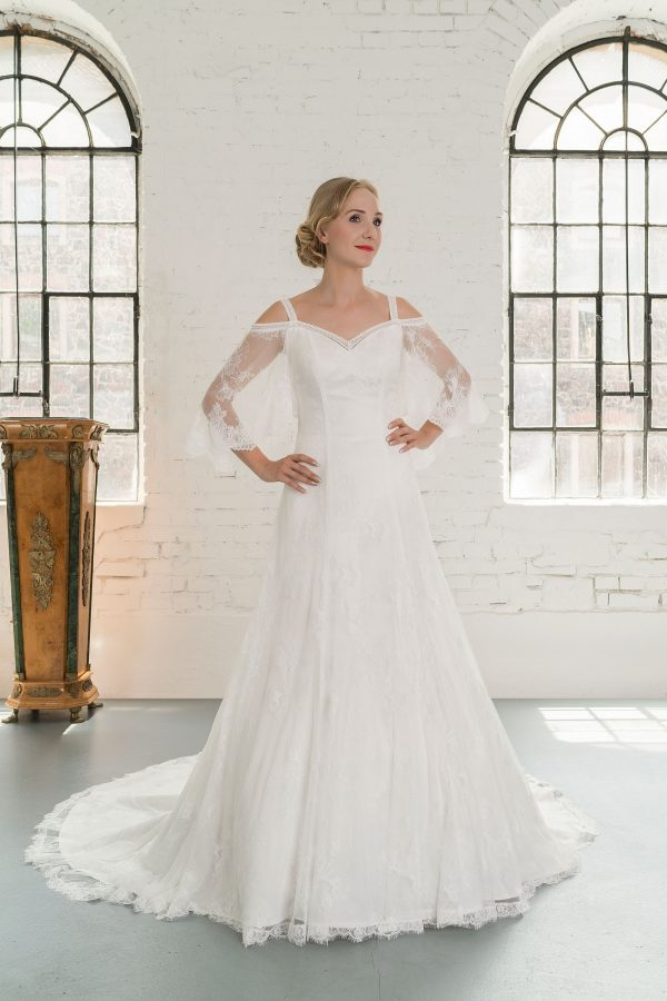 Hochzeitsmode in Berlin Fuchs 2020 ivory Brautkleid D 03343 1 bei Avorio Vestito BrideStore and more Hochzeitsmode in Berlin Eiche