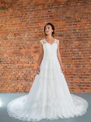Hochzeitsmode in Berlin Fuchs 2020 ivory Brautkleid D 03344 1 bei Avorio Vestito BrideStore and more Hochzeitsmode in Berlin Eiche