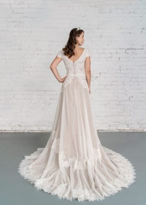 Hochzeitsmode in Berlin Fuchs 2020 ivory Brautkleid D 03345 2 bei Avorio Vestito BrideStore and more Hochzeitsmode in Berlin Eiche