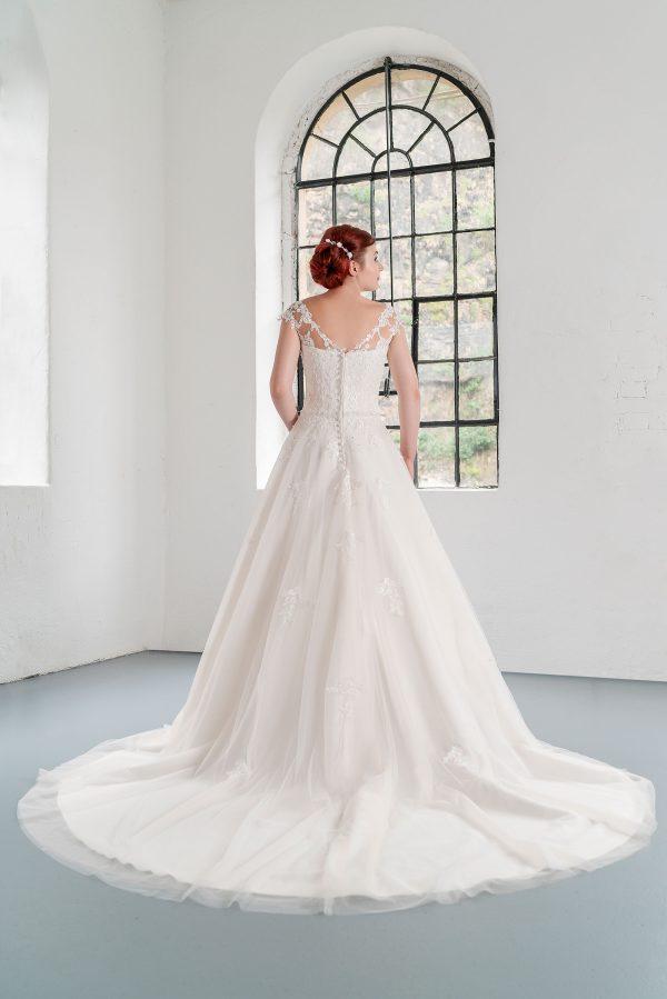 Hochzeitsmode in Berlin Fuchs 2020 ivory Brautkleid D 03349 2 bei Avorio Vestito BrideStore and more Hochzeitsmode in Berlin Eiche