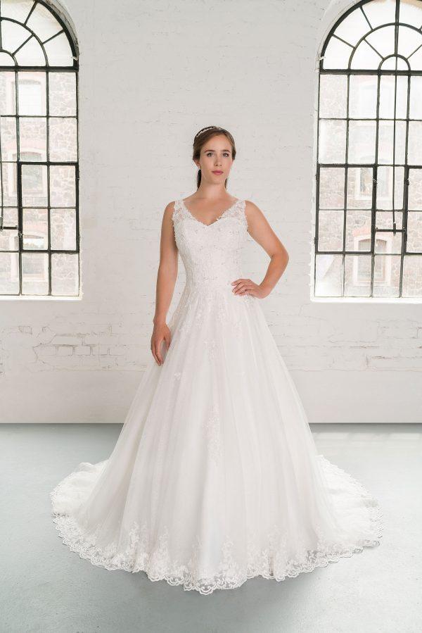 Hochzeitsmode in Berlin Fuchs 2020 ivory Brautkleid D 03350 1 bei Avorio Vestito BrideStore and more Hochzeitsmode in Berlin Eiche