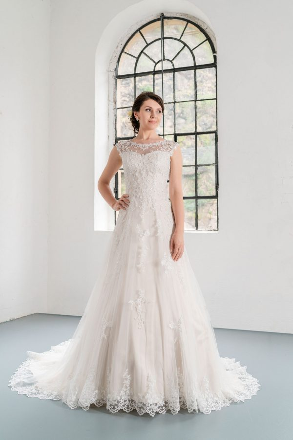 Hochzeitsmode in Berlin Fuchs 2020 ivory Brautkleid D 03351 1 bei Avorio Vestito BrideStore and more Hochzeitsmode in Berlin Eiche
