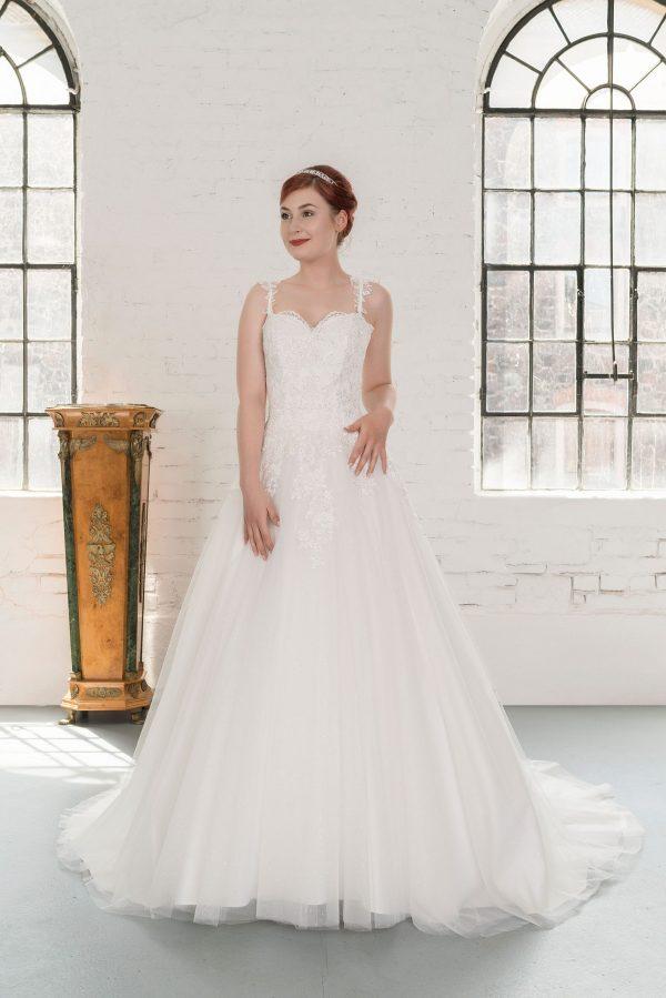 Hochzeitsmode in Berlin Fuchs 2020 ivory Brautkleid D 03352 1 bei Avorio Vestito BrideStore and more Hochzeitsmode in Berlin Eiche