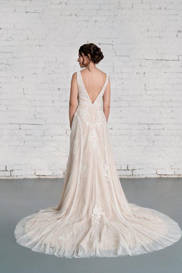 Hochzeitsmode in Berlin Fuchs 2020 ivory Brautkleid R 01186 1 bei Avorio Vestito BrideStore and more Hochzeitsmode in Berlin Eiche