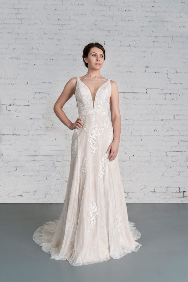 Hochzeitsmode in Berlin Fuchs 2020 ivory Brautkleid R 01186 3 bei Avorio Vestito BrideStore and more Hochzeitsmode in Berlin Eiche