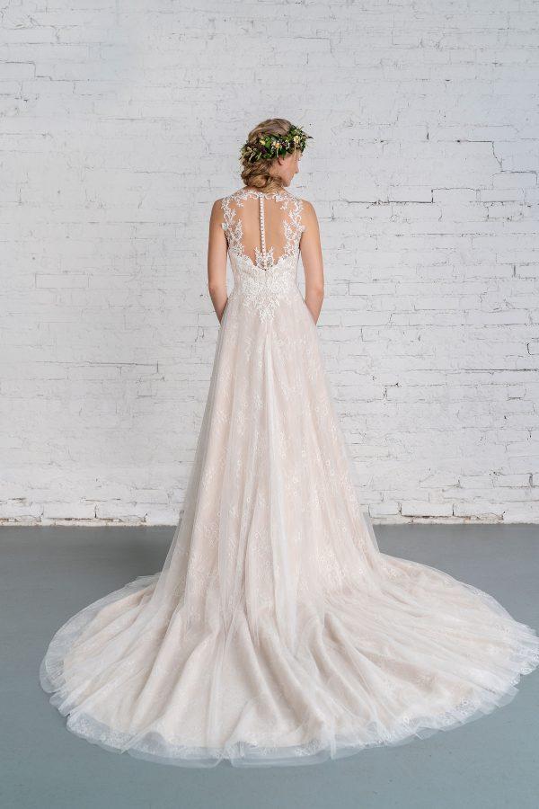 Hochzeitsmode in Berlin Fuchs 2020 ivory Brautkleid R 01187 2 bei Avorio Vestito BrideStore and more Hochzeitsmode in Berlin Eiche