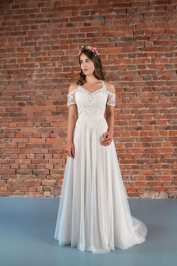 Hochzeitsmode in Berlin Fuchs 2020 ivory Brautkleid R 01192 1 bei Avorio Vestito BrideStore and more Hochzeitsmode in Berlin Eiche
