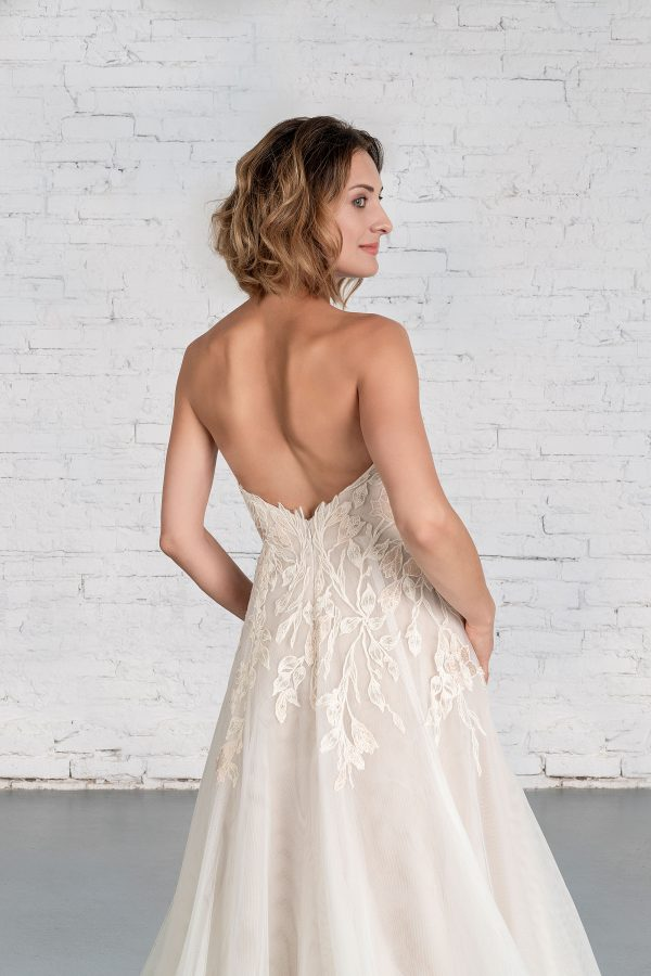 Hochzeitsmode in Berlin Fuchs 2020 ivory Brautkleid R 01193 1 bei Avorio Vestito BrideStore and more Hochzeitsmode in Berlin Eiche