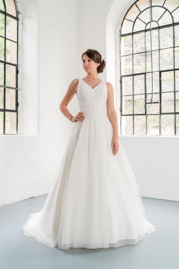 Hochzeitsmode in Berlin Fuchs 2020 ivory Brautkleid R 01194 1 bei Avorio Vestito BrideStore and more Hochzeitsmode in Berlin Eiche