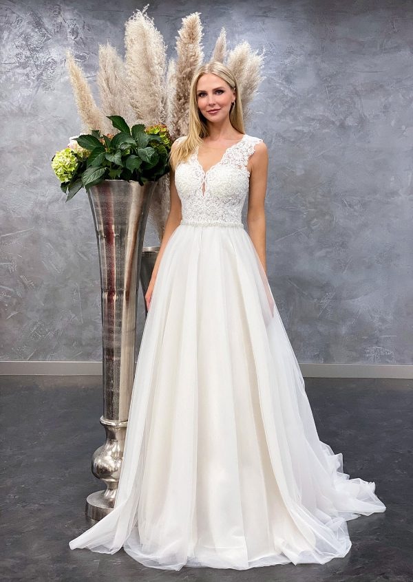 Amera Vera 2021 Brautkleid B2101 bei Avorio Vestito BrideStore and more Brautmode in Berlin