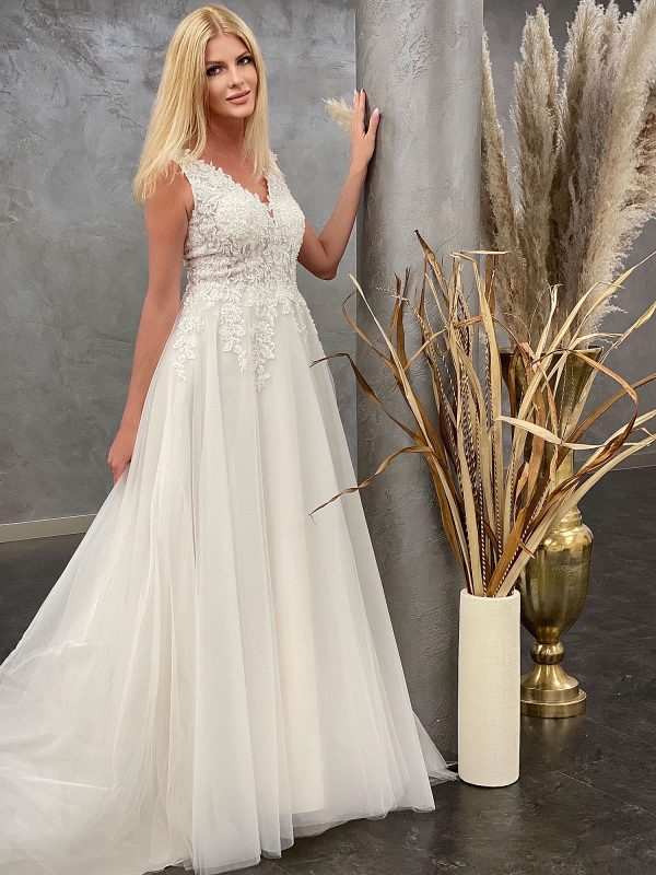 Amera Vera 2021 Brautkleid B2110 2 bei Avorio Vestito BrideStore and more Brautmode in Berlin