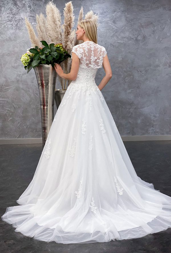 Amera Vera 2021 Brautkleid B2132 1 bei Avorio Vestito BrideStore and more Brautmode in Berlin