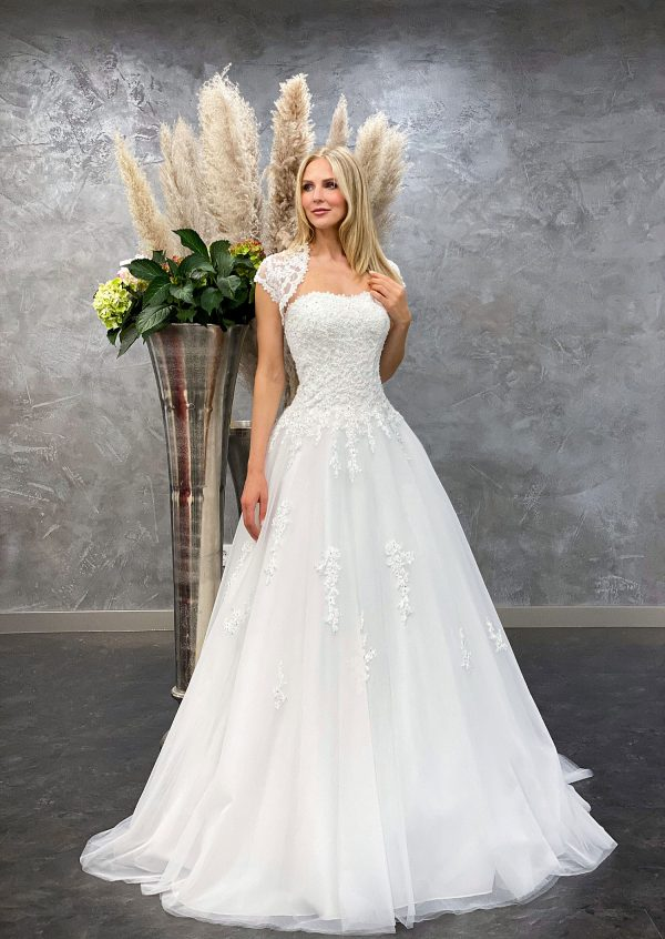 Amera Vera 2021 Brautkleid B2132 2 bei Avorio Vestito BrideStore and more Brautmode in Berlin