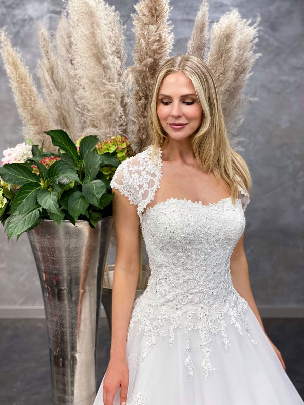 Amera Vera 2021 Brautkleid B2132 3 bei Avorio Vestito BrideStore and more Brautmode in Berlin