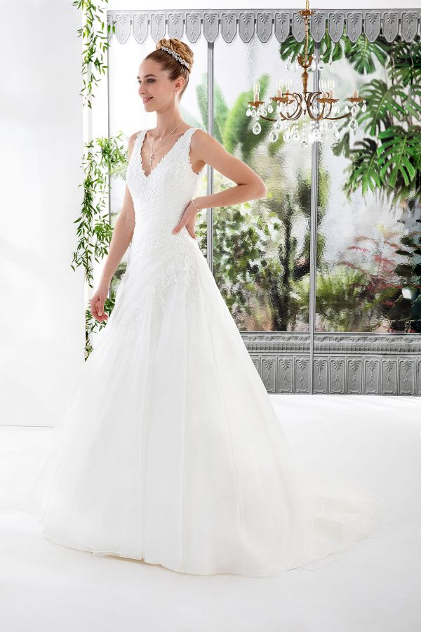 EGLANTINE CREATIONS 2021 Brautkleid EGC21 VALERIE 4499 Brautmode in Berlin Avorio Vestito BrideStore and more