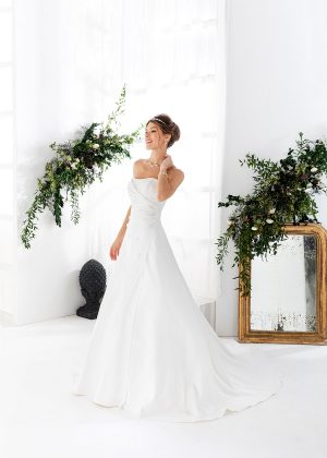 EGLANTINE CREATIONS 2021 Brautkleid EGC21 VOLCAN 1238 Brautmode in Berlin Avorio Vestito BrideStore and more