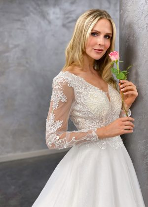 Miss Germany 2021 Brautkleid MGB64 5 Avorio Vestito BrideStore and more Brautmode in Berlin