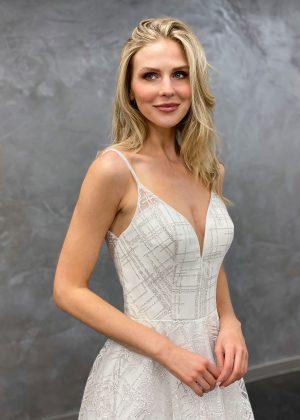 Miss Germany 2021 Brautkleid MGB65 5 Avorio Vestito BrideStore and more Brautmode in Berlin